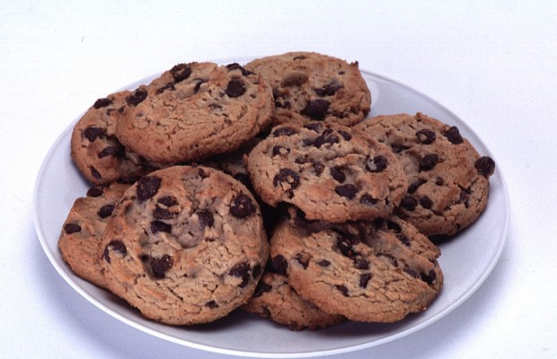 A prison guard is in trouble for trading cookies for some nookie